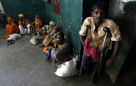 Beggars detained by officers of Delhi's Social Welfare department await to see the magistrate at a detention centre in New Delhi August 22, 2007. REUTERS/Adnan Abidi/Files
