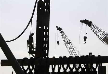 7月8日、内閣府が発表した5月機械受注は前月比9.1減と、08年8月以来の大幅な落ち込みに。写真は昨年12月、都内で撮影(2010年 ロイター/Kim Kyung-Hoon)