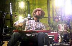 <p>Ben Harper & Relentless 7 perform during the Virgin Music Festival at the Molson Amphitheatre in Toronto August 29, 2009. Picture taken August 29, 2009. REUTERS/Jill Kitchener</p>