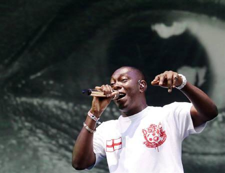 British rapper Dizzee Rascal performs at the Glastonbury Festival 2010 in south west England, June 25, 2010. Dizzee Rascal and indie trio The xx are among the favourites for this year's Mercury Prize for most outstanding album. REUTERS/Luke MacGregor/Files