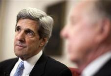 <p>Senator John Kerry speaks with financier T. Boone Pickens at the Capitol, May 19, 2010. REUTERS/Joshua Roberts</p>