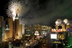 <p>Fireworks are seen over Las Vegas Strip casinos just after midnight in Las Vegas, January 1, 2007. REUTERS/Steve Marcus</p>