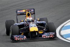 <p>Sebastian Vettel, da Red Bull, conquista pole position neste sábado e vai largar em primeiro no GP da Alemanha. 24/07/2010 REUTERS/Thomas Peter</p>