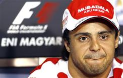 <p>O piloto brasileiro Felipe Massa liderou o GP de Hockenheim, mas terminou num constrangedor segundo lugar depois de a Ferrari supostamente induzi-lo a permitir a ultrapassagem do companheiro Fernando Alonso. 29/07/2010 REUTERS/Max Rossi</p>