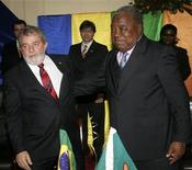 <p>Brazil's President Luiz Inacio Lula da Silva (L) and Zambia's President Rupiah Banda (R) embrace after they witnessed the signing of various cooperation agreements at the State House in Lusaka July 8, 2010. REUTERS/Mackson Wasamunu</p>