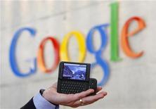 <p>Plus de 10.000 Allemands ont déjà demandé formellement que leurs maisons soient effacées de Google Street View, et ce chiffre devrait augmenter avec les critiques formulées par les services de protection des libertés civiques. /Photo d'archives/REUTERS/Christian Hartmann</p>