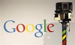 """<p>Imagen de archivo de una cámara utilizada en el servicio """"Street View"""" de Google, durante una feria de tecnología en Hanover. Mar 2 2010. El servicio de mapas """"Street View"""" de Google será investigado en España luego de denuncias de que ha infringido leyes del país europeo al captar datos privados sin consentimiento a través de Wifi, según un juicio abierto en un juzgado madrileño. REUTERS/Christian Charisius/ARCHIVO</p>"""