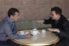 <p>Russia's President Dmitry Medvedev (L) meets with Bono, lead singer of Irish band U2, at the presidential residence Bocharov Ruchei in Sochi August 24, 2010. REUTERS/RIA Novosti/Kremlin/Mikhail Klimentyev</p>
