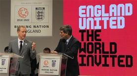 <p>A Fifa concluiu uma visita de quatro dias para inspecionar detalhes da candidatura da Inglaterra para sediar a Copa do Mundo de 2018 e ressaltou a qualidade dos estádios, as instalações de treinamento e o entusiasmo do país em receber o evento. REUTERS/Nigel Roddis</p>