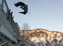 <p>A parkour practitioner jumps from a bridge in the town of Divnogorsk, some 38 km (23.6 miles) from the Siberian city of Krasnoyarsk, January 9, 2009. REUTERS/Ilya Naymushin</p>