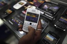 <p>Le fabricant canadien du BlackBerry Research in Motion donnera accès au gouvernement indien à ses données cryptées à partir du 1er septembre, a déclaré lundi une source gouvernementale. /Photo prise le 12 août 2010/REUTERS/Rupak De Chowdhuri</p>
