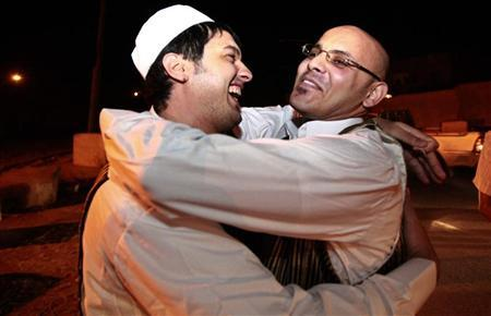 A member (L) of the Libyan Islamic Fighting Group hugs his relative upon his release from Abu Salim prison near Tripoli, August 31, 2010. REUTERS/Ismail Zitouny