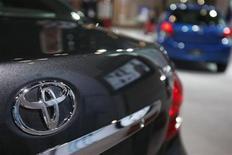 <p>Imagen de archivo de autos Toyota en una muestra de automóviles en Nueva York. Mar 31 2010 Toyota Motor Corp planea empezar a producir una versión híbrida del subcompacto Yaris en su fábrica en Francia en el año empresarial que inicia en abril próximo, según reportó el diario Mid-Japan Economist. REUTERS/Jessica Rinaldi/ARCHIVO</p>