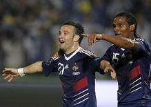 <p>Os jogadores franceses Florent Malouda e Mathieu Valbuena comemoram gol nas eliminatórias da Eurocopa-2012 contra a Bósnia, em Sarajevo, 7 de setembro de 2010. REUTERS/Dado Ruvic</p>