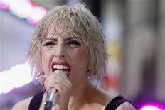 """<p>Foto de archivo de la cantante Lady Gaga durante su presentación en el programa """"Today"""" de la cadena NBC en Nueva York, jul 9 2010. Una batalla legal entre la artista pop Lady Gaga y su ex novio y productor llegó a su fin, dijo el viernes la portavoz de la cantante. REUTERS/Lucas Jackson</p>"""