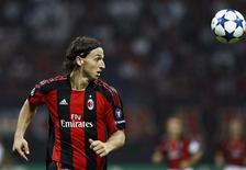 <p>Zlatan Ibrahimovic marcou os dois gols do Milan na vitória sobre o Auxerre pela Liga dos Campeões. REUTERS/Alessandro Garofalo</p>