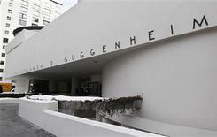 <p>Le musée Guggenheim de New York. La Fondation Guggenheim et le site de partage de vidéo Youtube ont dévoilé lundi une liste de 125 clips sélectionnés parmi 23.000 vidéos en vue d'une exposition artistique. /Photo prise le 17 février 2010/REUTERS/Shannon Stapleton</p>