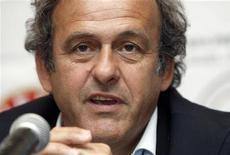 <p>Presidente da Uefa, Michel Platini, durante coletiva de imrpensa em Tbilisi, na Geórgia, em agosto. Platini disse nesta terça-feira que a prioridade da Uefa é evitar que as seleções nacionais sejam asfixiadas por um calendário cada vez mais inchado. 10/08/2010 REUTERS/David Mdzinarishvili</p>