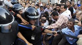 <p>Egyptian riot police clash with protesters during an anti-government protest in Cairo September 21, 2010. Police beat a handful of demonstrators with batons on Tuesday at a protest of about 200 Egyptians gathering against what they said were plans to hand power to the president's son. President Hosni Mubarak, 82, in power since 1981, has not said if he will run in the 2011 election. But persistent rumours about his health have helped fuel talk he could hand power to his politician son, Gamal, 46. Both deny any such plan. REUTERS/Amr Abdallah Dalsh</p>