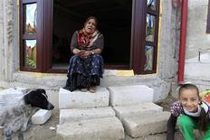 <p>A Romanian Roma woman shows how she was begging on the streets abroad as she sits on the steps of her unfinished house in Calvini village, 110 km (68 miles) north of Bucharest, September 21, 2010. France has deported more than 8,000 Roma since the start of the year, rounding up families in illegal camps and offering them a financial incentive to leave the country as part of an initiative by President Nicholas Sarkozy to tighten security. REUTERS/Radu Sigheti</p>