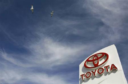 9月28日、トヨタ自動車は、国内の軽自動車市場に参入すると発表した。写真はカリフォルニア州にある同社の販売代理店で2月撮影(2010年 ロイター/Robert Galbraith)
