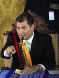 <p>Президент Эквадора Рафаэль Корреа на пресс-конференции после освобождения из плена в Кито 30 сентября 2010 года. Армия Эквадора в четверг вечером взяла штурмом больницу в столице страны Кито и освободила президента Рафаэля Корреа, которого долгое время удерживали там полицейские, протестующие против мер строгой экономии, применяемых правительством. REUTERS/Guillermo Granja</p>