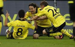<p>Jogadores do Borussia Dortmund comemoram gol contra o Bayern de Munique neste domingo. REUTERS/Ina Fassbender</p>