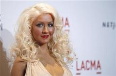 <p>Imagen de archivo de la cantante Christina Aguilera en una gala en Los Angeles. Sep 25 2010 La cantante Christina Aguilera y el ejecutivo de música con quien estuvo cinco años casada se separaron y están viviendo en sitios distintos, reportó el martes la página de internet Us Weekly. REUTERS/Mario Anzuoni/ARCHIVO</p>