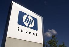 <p>Foto de archivo del logo de Hewlett-Packard en su sede de Meyrin, Suiza, ago 4 2009. Hewlett-Packard contrató a Ari Jaaksi, antiguo ejecutivo de software para Nokia, como vicepresidente de su nuevo sistema operativo para móviles WebOs, anunció el viernes una portavoz de HP. REUTERS/Denis Balibouse</p>
