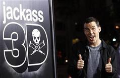 """<p>Steve-O, participante de """"Jackass 3D"""", posa en la premiere de la cinta en Hollywood. oct 13 2010. Hacer explotar cosas nunca está de más en las películas, como demostraron el domingo los osados bromistas de la serie reality de MTV """"Jackass"""" en la taquilla de América del Norte. REUTERS/Mario Anzuoni</p>"""