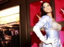 <p>Victoria's Secret model Adriana Lima poses wearing the $2 million Bombshell fantasy bra at Victoria's Secret Soho store in New York, October 20, 2010. REUTERS/Brendan McDermid</p>