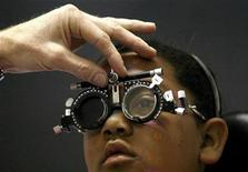 <p>A doctor checks the eyesight of Carin Bell, one of a group of about 50 children who were being tested at the Red Cross Children Hospital in Cape Town, October 11, 2007. REUTERS/Mike Hutchings</p>