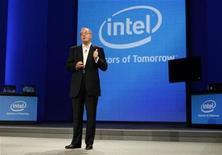 <p>Imagen de archivo del presidente ejecutivo de Intel, Paul Otellini, durante un foro en San Francisco. Sep 13 2010 Intel abrió el martes su primera planta de chips en China, en una iniciativa que dijo que podría ayudar a impulsar la economía de China, varios años después de que la firma estadounidense anunciara por primera vez el proyecto de 2.500 millones de dólares. REUTERS/Robert Galbraith/ARCHIVO</p>