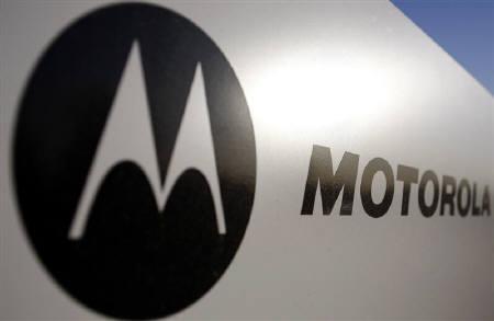 11月10日、モトローラの携帯電話部門は特許侵害でマイクロソフトを提訴。写真はアリゾナ州で昨年10月撮影したモトローラの看板(2010年 ロイター/Joshua Lott)