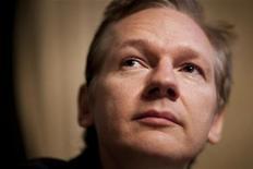 <p>Julian Assange, fundador do WikiLeaks durante coletiva de imprensa para o Clube da Imprensa de Genebra. Uma promotora da Suécia pediu nesta quinta-feira que Julian Assange, fundador do site WikiLeaks, seja preso por suspeita de estupro, acusação que ele nega fortemente. 04/11/2010 REUTERS/Valentin Flauraud</p>