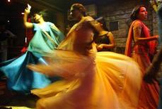 <p>Indian bar girls perform at a dance bar in Bombay May 5, 2005. REUTERS/Punit Paranjpe</p>