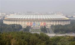 """<p>Стадион """"Лужники"""" в Москве 17 августа 2010 года. Россия получила в четверг право провести чемпионат мира по футболу 2018 года, пообещав ФИФА вовремя подготовить новую и модернизировать имеющуюся инфраструктуру. REUTERS/Sergei Karpukhin</p>"""