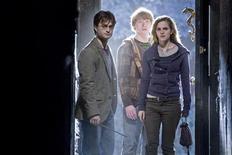 <p>O filme Harry Potter manteve a liderança nas bilheterias britânicas pela terceira semana seguida. REUTERS/Jaap Buitendijk/Warner Bros./2010 WARNER BROS</p>