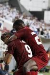 <p>Jogadores do Al-Wahda Fernando Baiano e Ahmed comemoram gol marcado no jogo de abertura do Mundial de Clubes da Fifa em Abu Dhabi. 08/12/2010 REUTERS/Ahmed Jadallah</p>