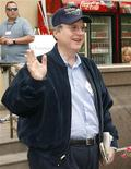 <p>Foto de archivo del cofundador de Microsoft Corp, Paul Allen, durante la conferencia de Allen and Co. en el centro turístico de Sun Valley, EEUU, jul 12 2007. Una jueza estadounidense rechazó una demanda por violación de patentes presentada contra un grupo de grandes corporaciones por una compañía vinculada al cofundador de Microsoft Corp Paul Allen, alegando que los cargos no identificaban productos o mecanismos específicos. REUTERS/Rick Wilking</p>
