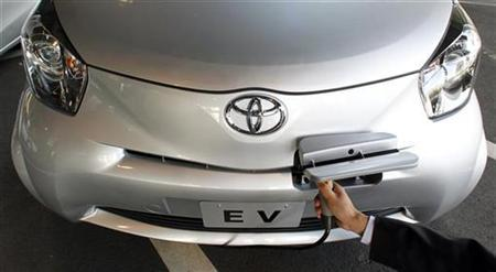 Uk Names Nine Electric Cars Eligible For Subsidy An Employee Of Toyota Motor Corp Demonstrates How To Recharge A Prototype Iq