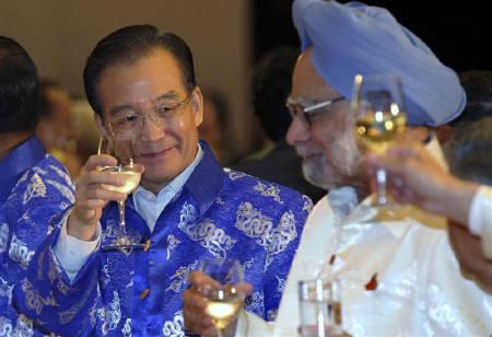 China's Premier Wen Jiabao (L) toasts with Japan's Prime Minister Naoto Kan (R, arm and glass visible) and Indian Prime Minister Manmohan Singh (C) during a gala dinner happening on the sides of the 17th ASEAN Summit in Hanoi October 29, 2010. REUTERS/Barbara Walton/Pool/Files