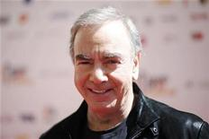 "<p>Singer Neil Diamond poses at the ""Stand Up To Cancer"" television event, aimed at raising funds to accelerate innovative cancer research, at the Sony Studios Lot in Culver City, California September 10, 2010. REUTERS/Danny Moloshok</p>"