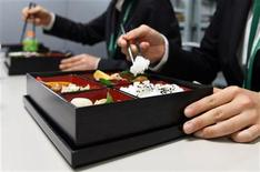 "<p>Support staff at the G20 meeting on climate change use reusuable chopsticks to eat from traditional reusable ""bento"" boxes during their lunch break in Chiba, near Tokyo in this March 15, 2008 file photo. REUTERS/Yuriko Nakao</p>"