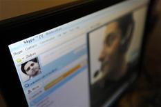 <p>Le service de téléphonie par internet Skype est resté inaccessible plusieurs heures mercredi, une panne générale soulignant la fragilité de l'outil qui a révolutionné les communications internationales. /Photo d'archives/REUTERS/Paul Hackett</p>