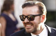 <p>El presentador Ricky Gervais a su llegada a la entrega de los premios Globos de Oro en Beverly Hills, ene 16 2011. Gervais puede haber disgustado a los asistentes y los críticos en la entrega de los Globos de Oro el domingo por la noche, pero parece que los espectadores sintonizaron con la gala, ya que ésta tuvo una audiencia mayor que el año previo. REUTERS/Danny Moloshok</p>