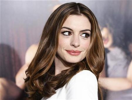 Anne Hathaway Cast As Catwoman In New Batman Movie Reuters
