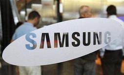<p>Imagen de archivo de un logo de Samsung en la sede de la empresa en Seúl. jul 7 2010. Samsung Electronics dijo el jueves que había comprado la firma holandesa Liquavista, especializada en tecnología de papel electrónico, dentro de la estrategia del mayor fabricante de pantallas LCD del mundo de expandirse en el mercado de móviles. REUTERS/Truth Leem/Archivo</p>