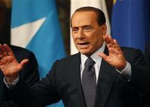 <p>O primeiro-ministro italiano, Silvio Berlusconi, reage no Palácio Chigi, em Roma, 20 de janeiro de 2011. REUTERS/Tony Gentile</p>