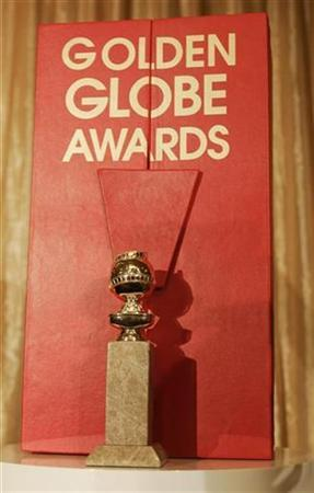 The Hollywood Foreign Press Association's new Golden Globe statuette is seen with its new red velvet lined, leather bound chest during a news conference in Beverly Hills, California January 6, 2009. REUTERS/Fred Prouser